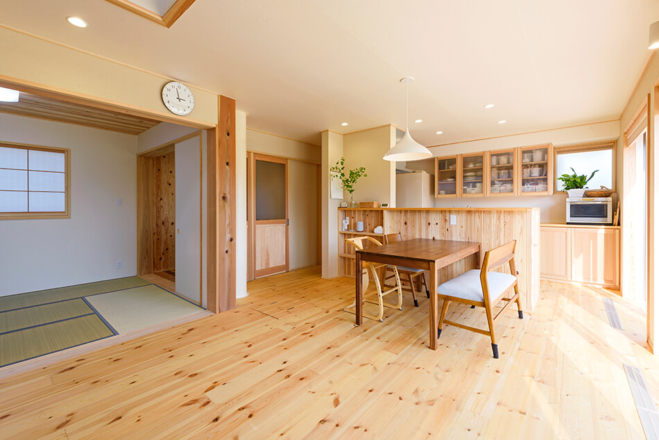 木の家|熊本の新築建築事例|2階建|4LDK|リビング|エコワークス|CASE-13|内観02