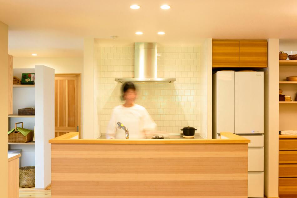 木の家|福岡の新築建築事例|平屋|4LDK|キッチン|エコワークス|CASE-15|内観04