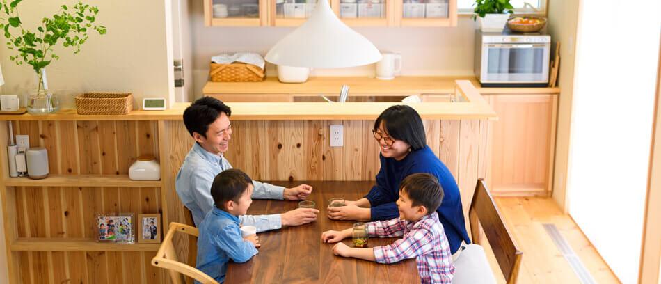 木の家|熊本の新築建築事例|2階建|4LDK|リビング|エコワークス|CASE-13|内観01