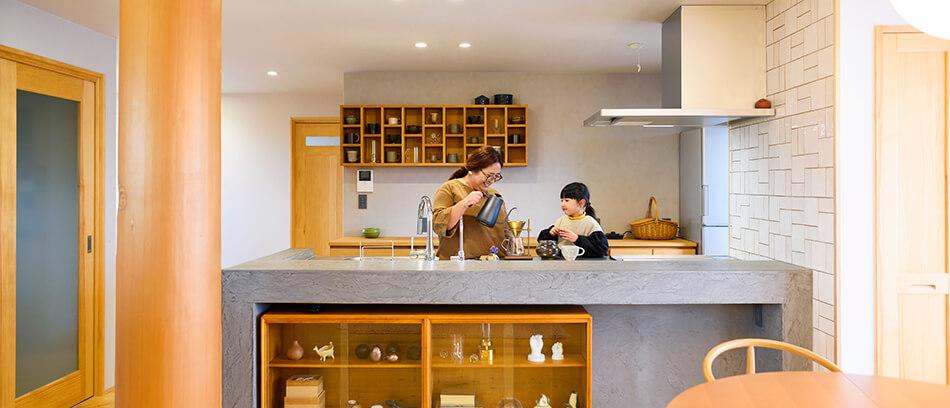 木の家|福岡の新築建築事例|2階建|4LDK|キッチン|エコワークス|CASE-18|内観02