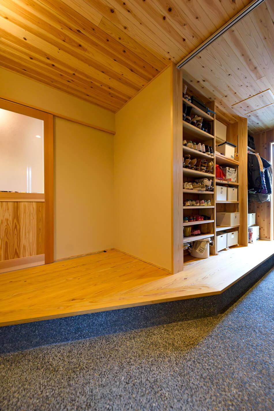 木の家|福岡の新築建築事例|平屋|3LDK+ロフト|玄関|エコワークス|CASE-20|内観04