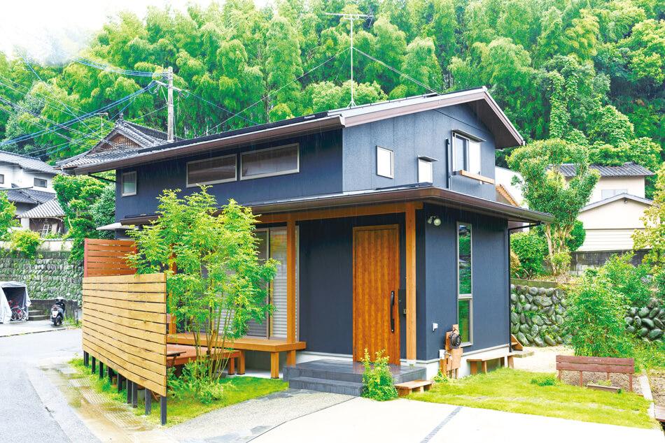 建築実例外観木の風合いを活かした自然味あふれる家