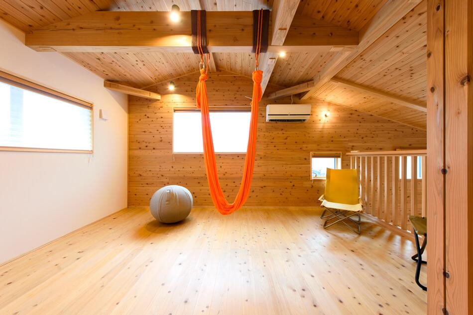 建築実例2階木の風合いを活かした自然味あふれる家
