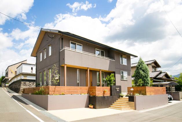 木の家|福岡の新築建築事例|2階建|1F:2LDK|2F:3LDK|外観|エコワークス|CASE-08|外観01