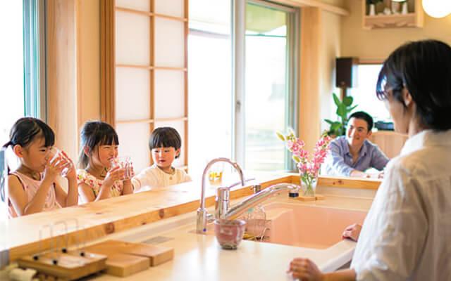 木の家|福岡の新築建築事例|平屋|3LDK|背振山のふもとに佇む美しい夕日が似合う木の家|エコワークス|CASE-03
