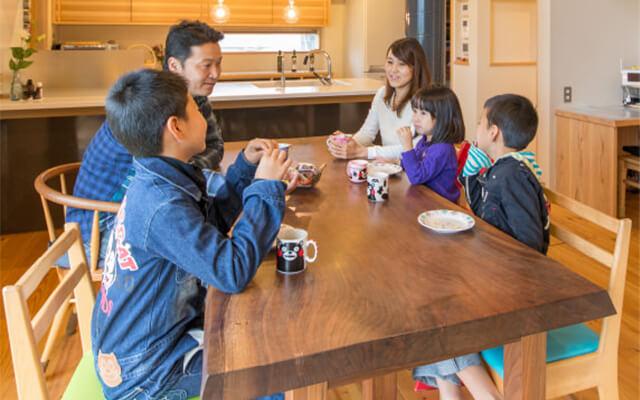 木の家|福岡の新築建築事例|2階建|5LDK|大きな田畑の真ん中で、自然とともに田舎暮らし満喫中!|エコワークス|CASE-07
