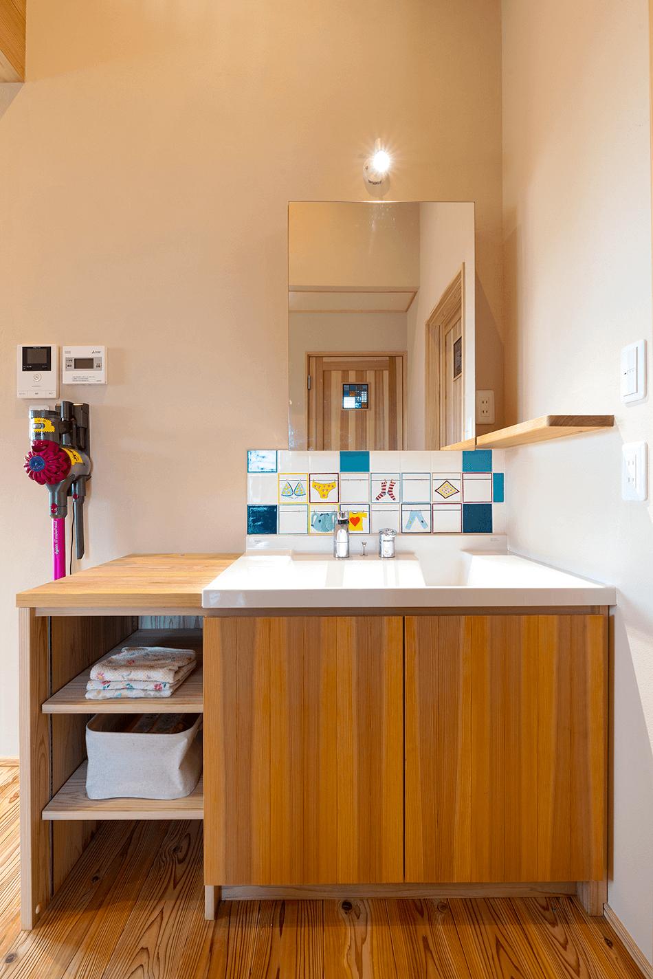 木の家|福岡の新築建築事例|平屋|3LDK|洗面化粧台|オリジナル|エコワークス|CASE-23|内観08