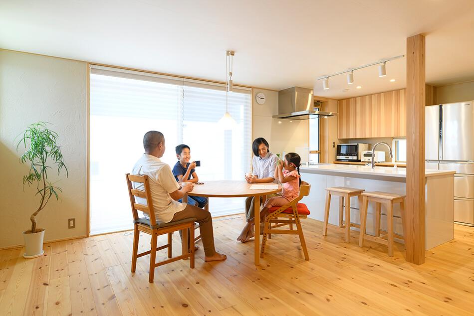 木の家|福岡の新築建築事例|2階建|3LDK|リビング|エコワークス|CASE-24|内観01